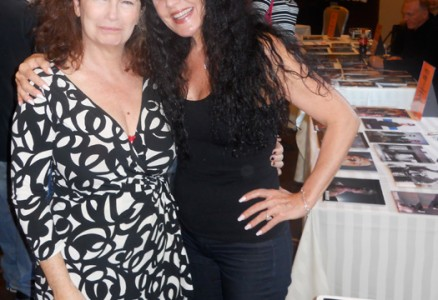 Bess Motta and Jenette Goldstein - Chiller Theatre Expo 2014